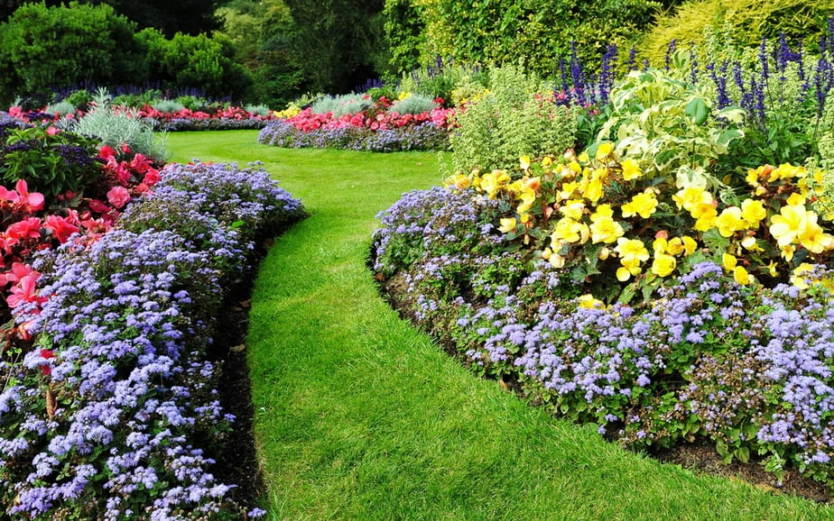 Landscaping Ideas Backyard Landscaping can be expensive u2013 ridiculously expensive. We all love the idea  of updating our yards from time to time (but without going broke, ...